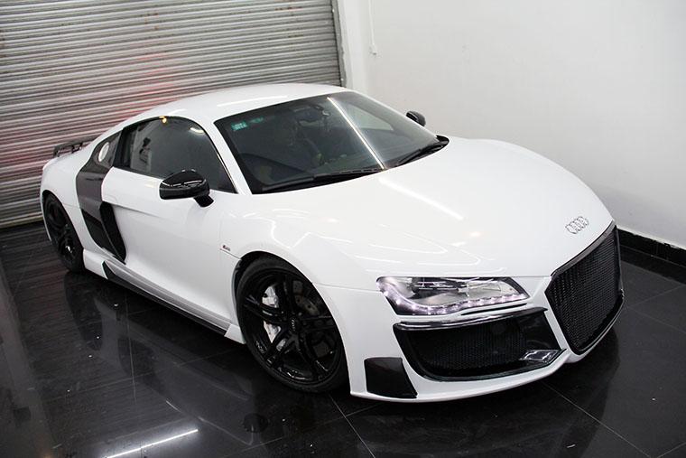 奥迪Audi R8改装Regula包围+碳纤尾翼+碳纤门板+Hexis珍珠白